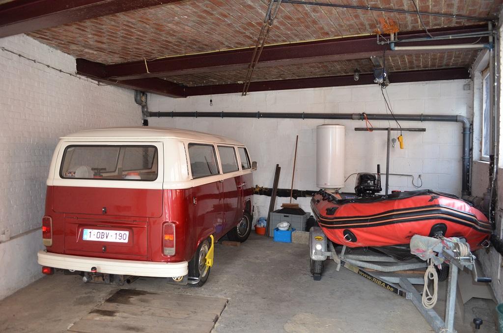 garage 3 voitures avec porte auto. Black Bedroom Furniture Sets. Home Design Ideas